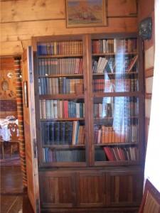 biblioteczka w muzeum Kasprowicza