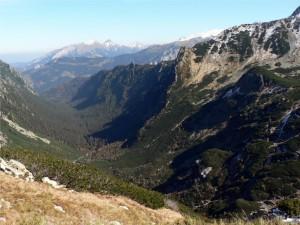 Widok na Dolinę Roztoki z góry