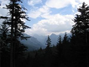 Widok na Tatry Wysokie z Doliny Roztoki