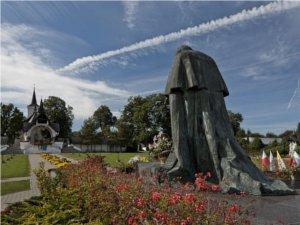 Pomnik Papieża w Ludźmierzu