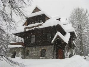 Willa pod Jedlami w zimie