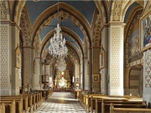 Wnętrze sanktuarium w Ludźmierzu