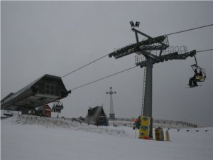 Stacja narciarska na szczycie Czarnej Góry